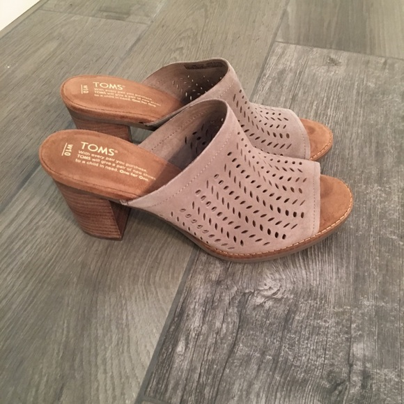 844477a2393 Never worn TOMS size 10 Taupe Majorca Mule